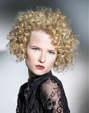 Kısa Kıvırcık Saç Modelleri1