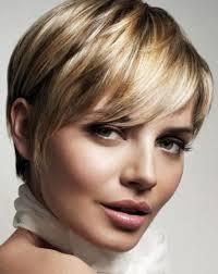 Kahküllü kısa saç modeli