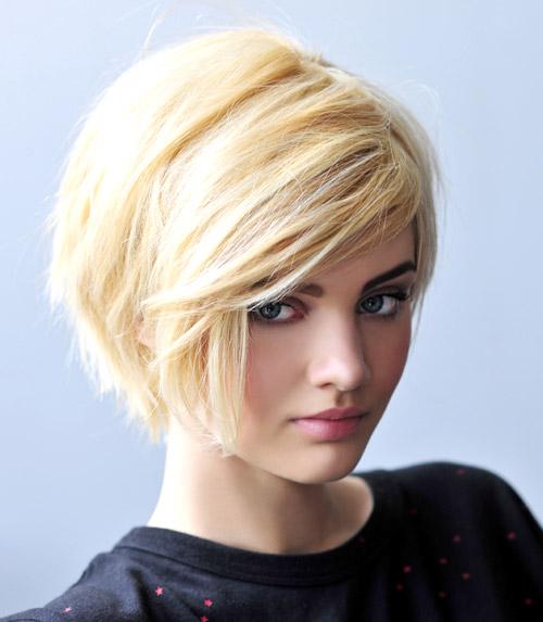 Modern görünümlü kısa saç modeli