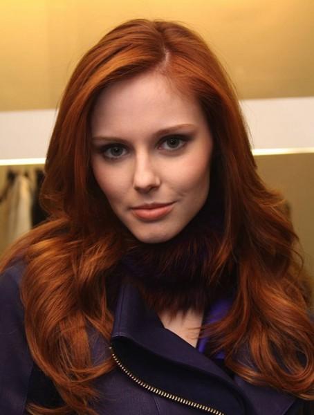 Katlı uzun kızıl saç modeli