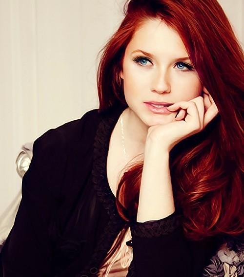 Koyu renk kızıl saç modelleri