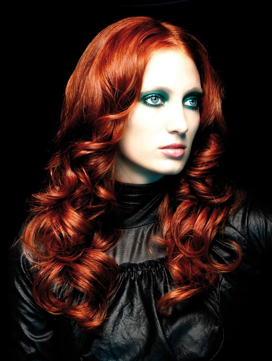 Lüle kızıl saç modeli