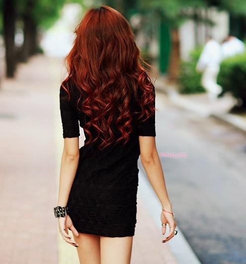 Uuzn bukle kızıl saç modeli