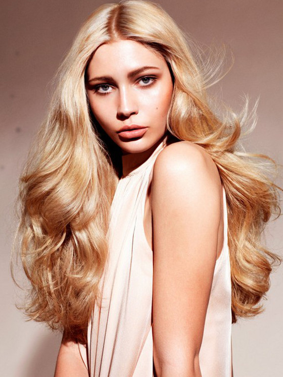 Uzun sarı saç modeli