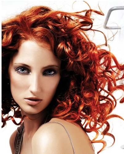 kızıl saçta su dalgası