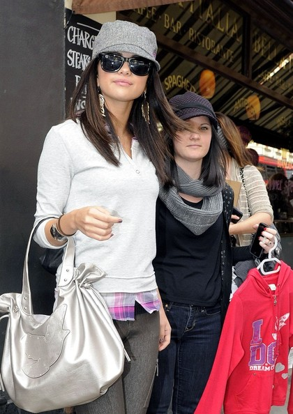 Selena Gomez- genç kız kıyafetleri