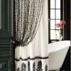 Siyah, beyaz şık banyo perdesi