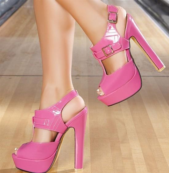 Tüm Ayakkabılar. Yaz sezonunun en çarpıcı erkek ayakkabı modelleri ile modayı yakından takip etmeniz ve şıklığı yakalayabilmeniz mümkün.