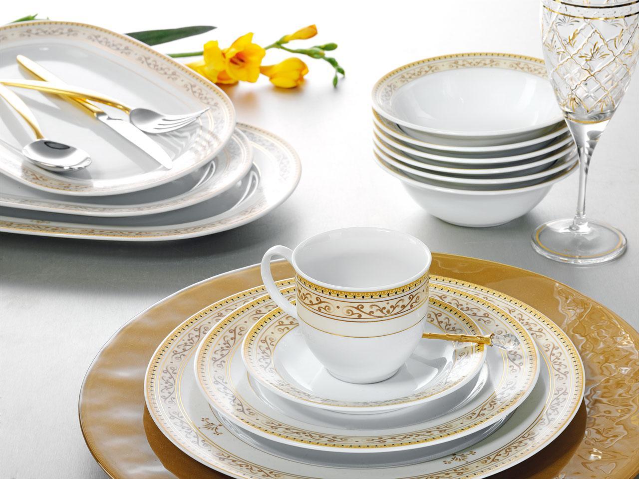 Kırmızı-beyaz-puantiyeli-porselen-yemek-takım-örnekleri