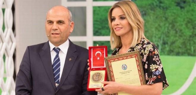 Esra Erol'dan Mehmetçik VAKFI'NA BAĞIŞ