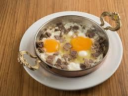 kavurmalı-yumurta-tarifi