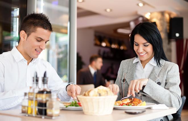 dikkat dışarıda yemek yemek