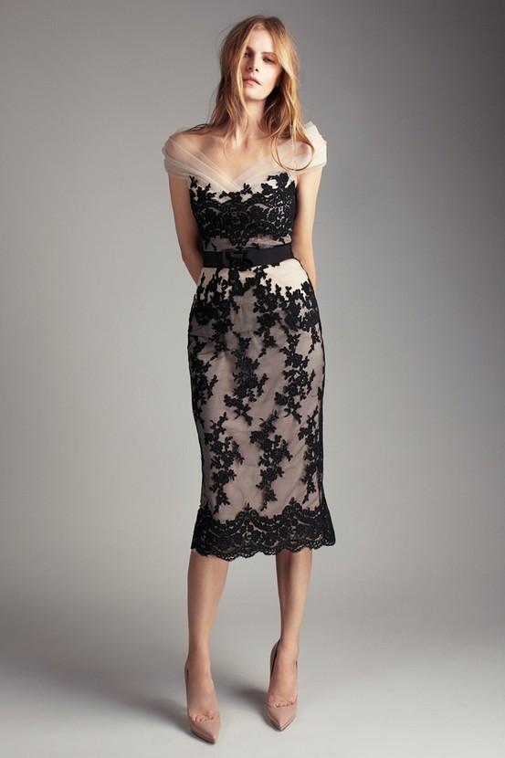 a3cc1c908de5e İkinci diz altı elbise modeli ise astarlı abiye elbise modeli. Özellikle gri  astar üzerine siyah dantel seçimi ile ...