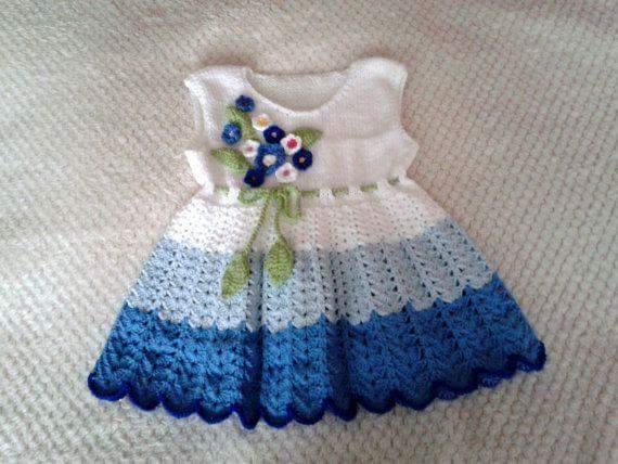 3a50cd8da8c15 Mavi beyaz tığ işi el örgüsü bebek elbisesi modeli · kadincasayfa.com
