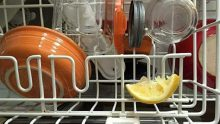 Bulaşık Makinenize Limon Dilimi Koyduğunuzda Bakın Neler Oluyor – Sonuca Siz De İnanamayacaksınız