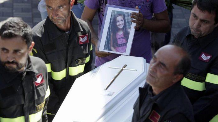 Enkazın Altında 8 Yaşında Kız Çocuğu Bulundu – Daha Sonra Ortaya Çıkan Gerçek Herkesi Ağlattı