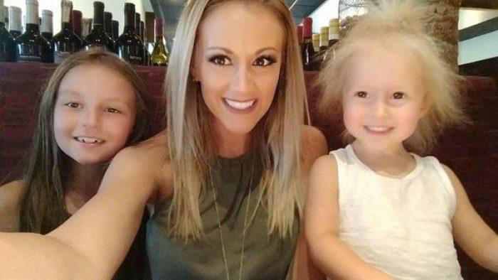 İşte Beyaz Saçları Asla Yatmayan Ve Milyonda Bir Rastlanan Saçlara Sahip Küçük Kız