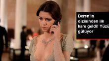 Beren Saat'in Netflix Dizisinden İlk Kare Geldi! Yüzü Gülüyor