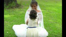 Küçük Kızın Kim Olduğunu Farkeden Gelin Hemen Önünde Eğilip Bakın Ne Yaptı