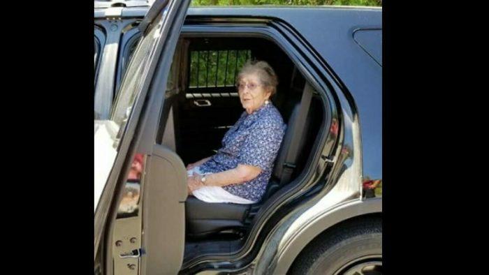 93 Yaşındaki Kadın Doğum Gününde Gözaltına Alındı – Nedenini Öğrenince Şaşıracaksınız