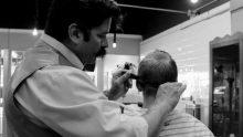 Yaşlı Berber Küçük Çocuğa 'Aptal' Der – Küçük Çocuk İntikamını Böyle Alır