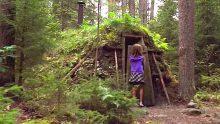 Ormanda Kaybolan Kız Çocuğu Issız Bir Kulübeye Sığınmak İstedi. Kulübenin İçini Görünce Gözlerinize İnanamayacaksınız!
